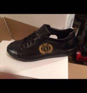 Две черные ботинки конька DCshoecousa