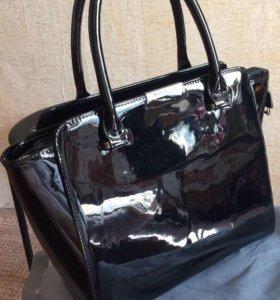Новая чёрная кожаная лаковая сумка