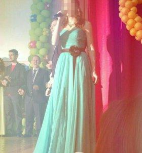 Вечернее платье на выпускной.