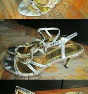 Босоножки на каблуке, б/у 2 раза