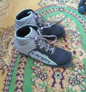 Ботинки лыжные -фирменные