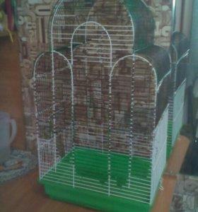 Большая клетка для птиц.