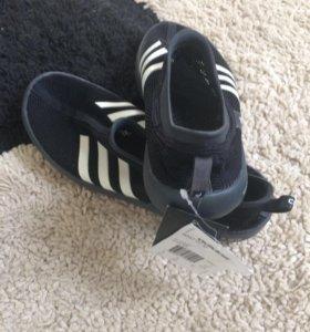 Лёгкие новые кроссовки Adidas