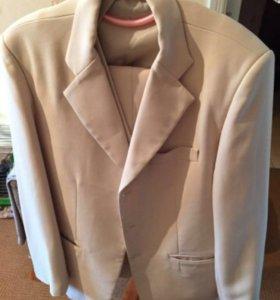Белый костюм(Пиджак,жилетка,брюки)