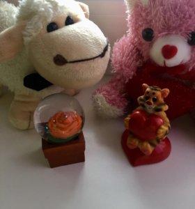 2 игрушки и 2 сувенира