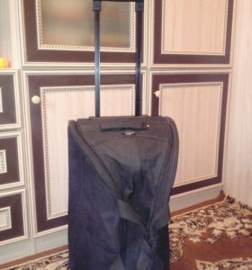 Сумка-чемодан на колесах