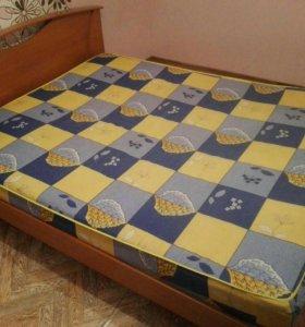 Двуспальная кровать с матрацем