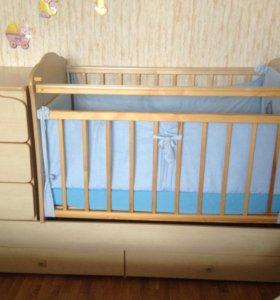 Кроватка с маятником и ящиками