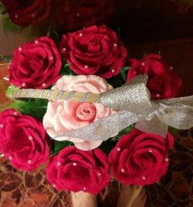 Букет гофрированых роз с конфетами