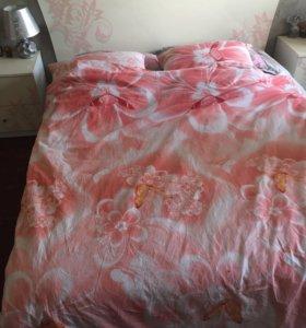 Кровать двуспальная и шкаф