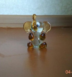 Слонёнок из стекла