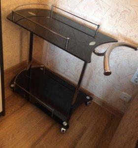 Столик стеклянный на колесиках