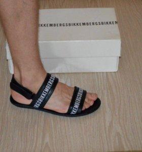 Сланцы ,шлепки ,сандалии,тапочки Bikkembergs