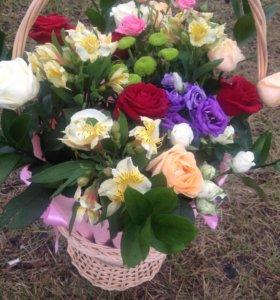Корзина с живыми цветами