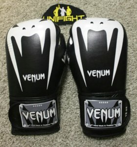 Боксерские перчатки Venum Giant