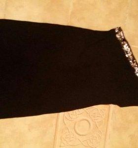 Платье нарядное с оголенным плечом