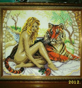 Картина девушка с тигром.Вышивка крестиком.