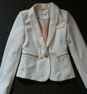 Нежно-розовый пиджак Reserved 34 размер