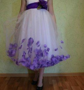 Нарядное платье на девочку 9-11 лет