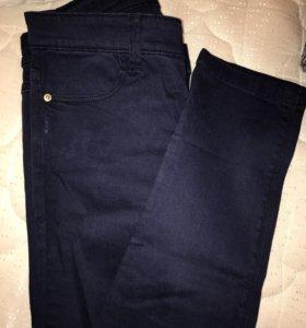 Синие джинсы Stradivarius