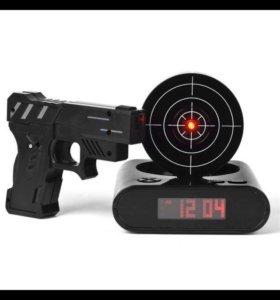 Будильник мишень с лазерным пистолетом
