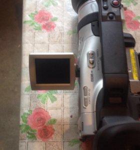 Видеокамеру CANON XM2