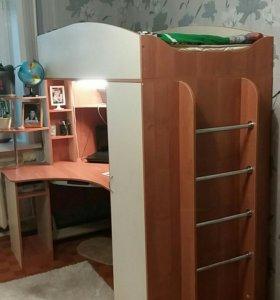 Кровать-чердак с компьютерным столом и шкафом