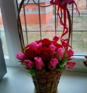 Цветы, букеты из конфет и гофрированной бумаги.