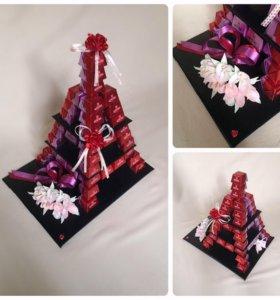 Эйфелева башня , композиция из конфет