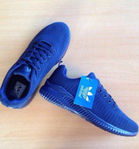 Новые Adidas кроссовки .