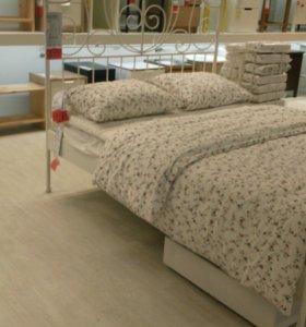 Кровать икея с матрасом.