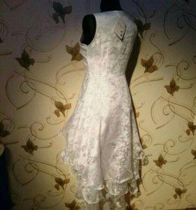 Платье кружевное,белоснежное.