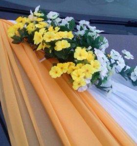 Машина и свадебные украшения