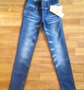 Зауженные джинсы . Новые