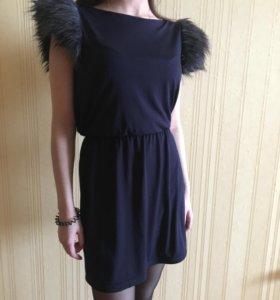 Платье с мехом на плечах