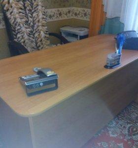 Стол для руководителя или просто стол