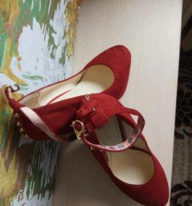 Туфли замшевые красные!35 размер
