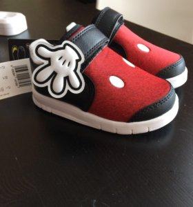 Adidas kids новые кроссовки 21р