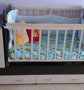 Детская кроватка со встроенным комодом и ящиками