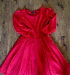 Красное платье пышное