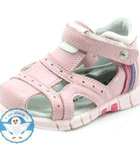 Новые сандалии для девочки из натуральной кожи