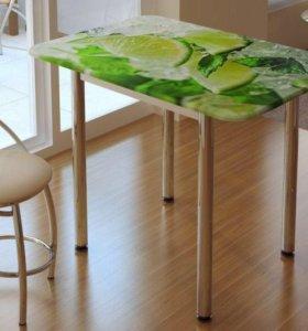 Яркий обеденный стол с принтом