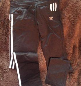 Спортивные штаны Адидас