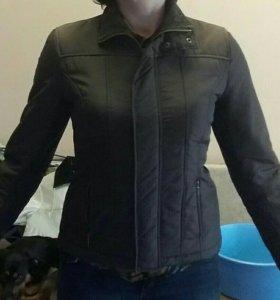 Куртка 44 размер лёгкая на синтепоне.