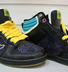 Новые кроссовки фирмы adio