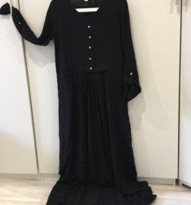 Чёрное прямое платье в пол