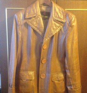Кожаный пиджак. Размер 48-50. Состояние хорошее.