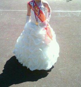 Праздничное платье с перчатками