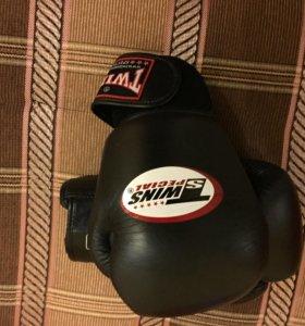 Боксёрские перчатки twins special 14 oz