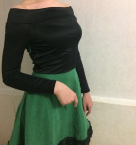 Платье с открытиями плечами